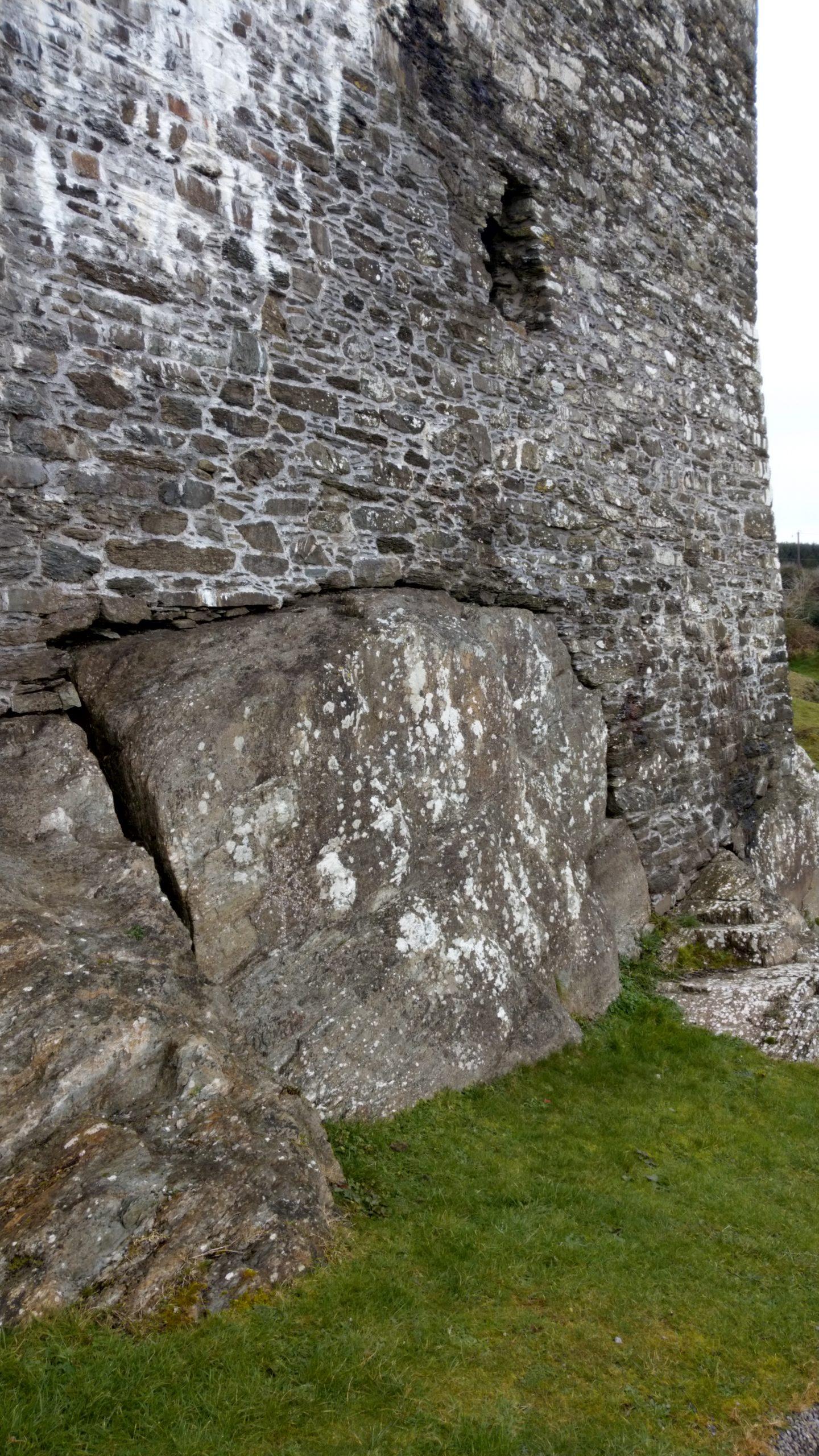 Castle Donovan Irland, Fundament